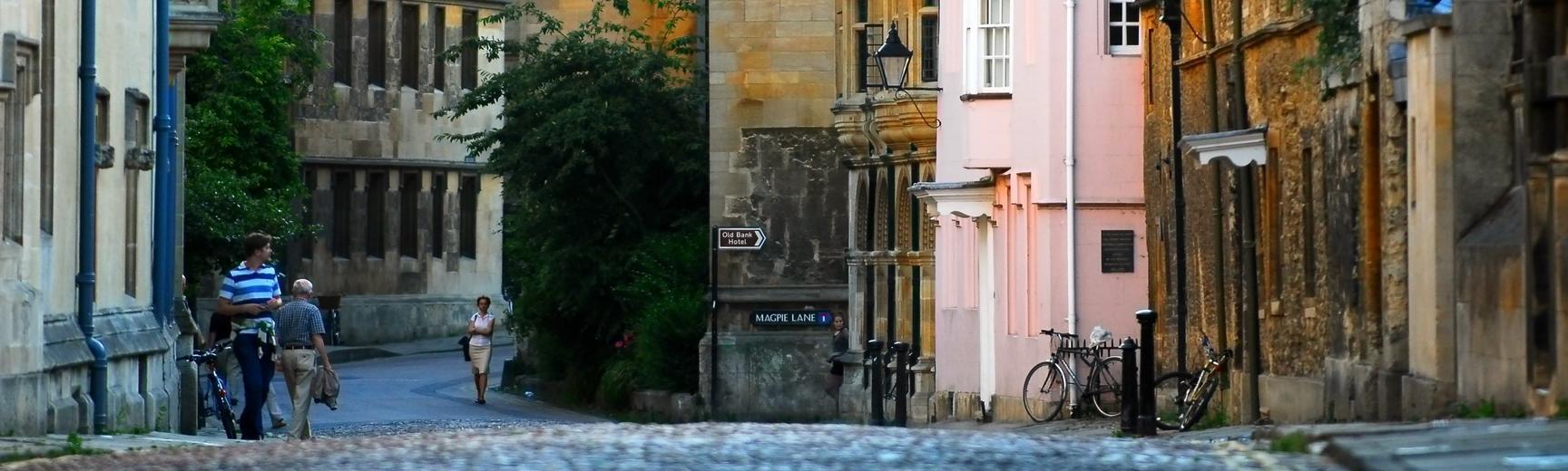 rd cobbled street narrow
