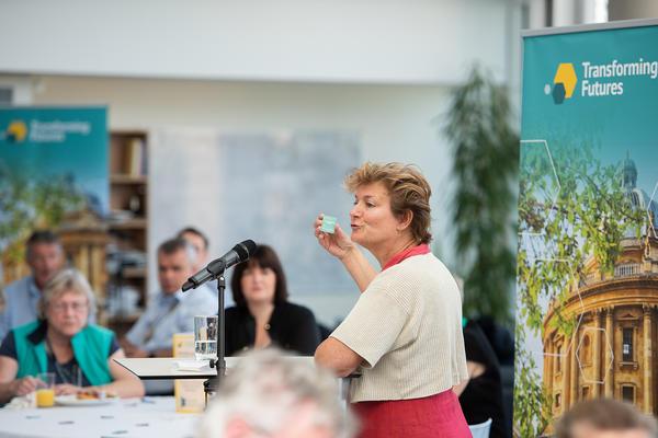 Professor Sarah Whatmore talks to alumni at the alumni weekend
